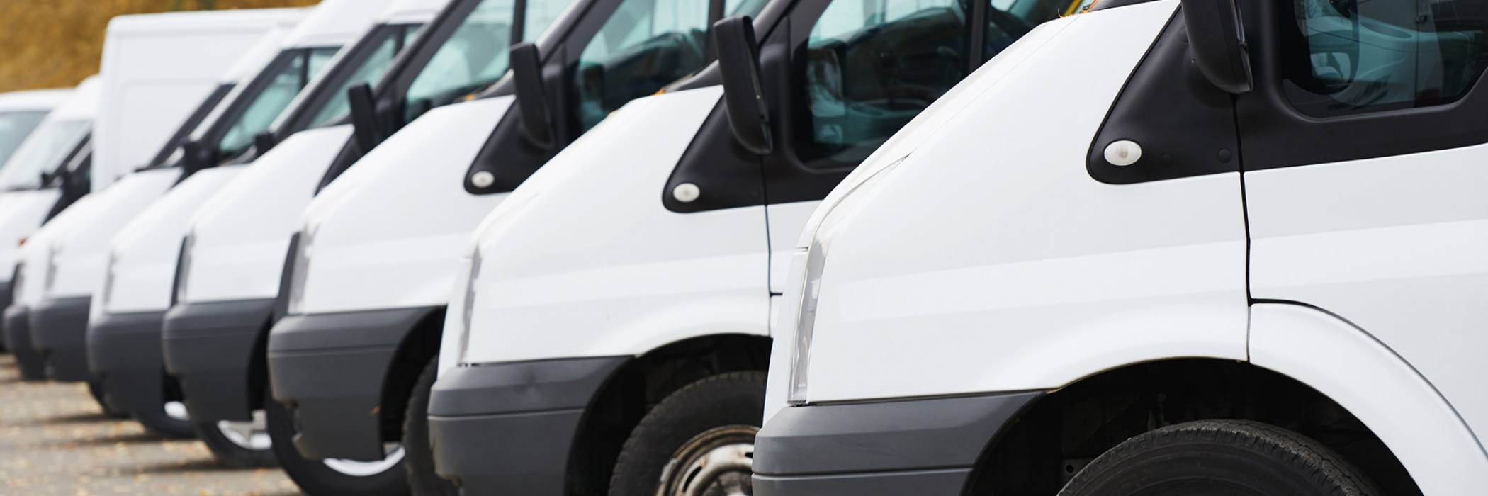 fila di furgoni aziendali